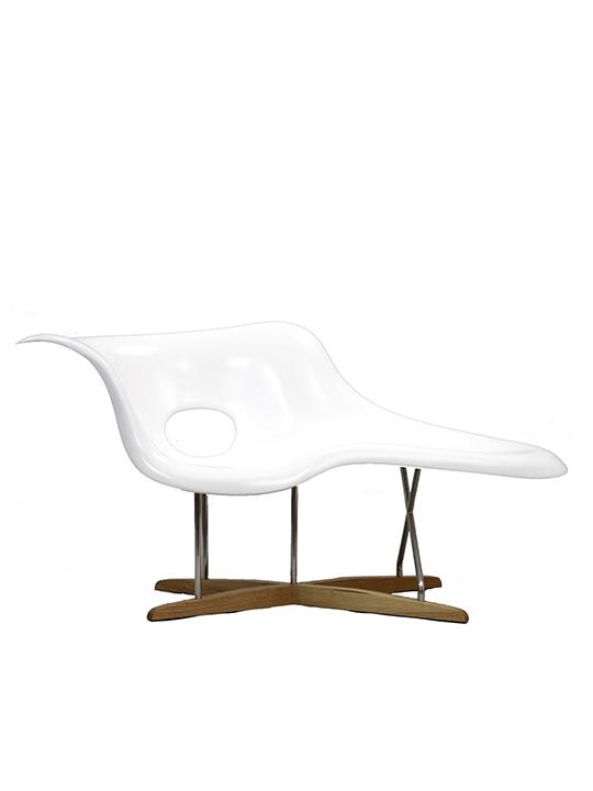 White Swan Chaise Chair1